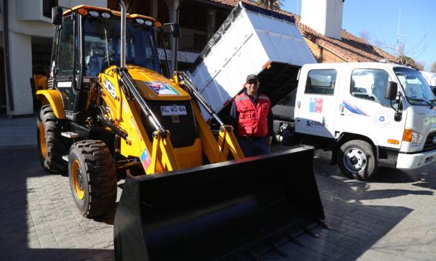 Entregan nuevos vehiculos a Machali