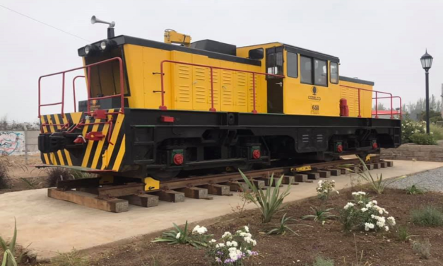 Inauguran locomotora en la entrada de Machalí