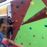 Instalan muros de escaladas en colegios municipales de Machali