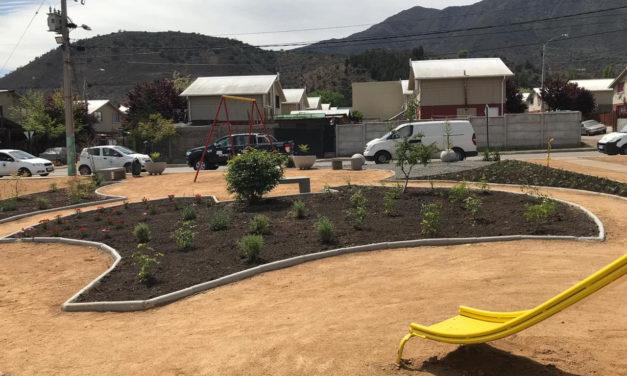 Entregan nueva plaza en Villa Los Girasoles