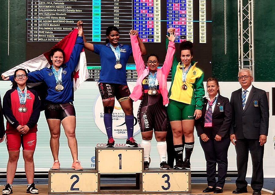Levantadora de pesas machalina obtiene triple medalla de plata en Argentina