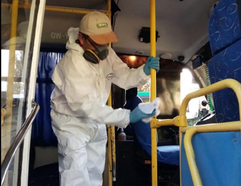 Sanitizan micros de Machalí para evitar contagios por coronavirus