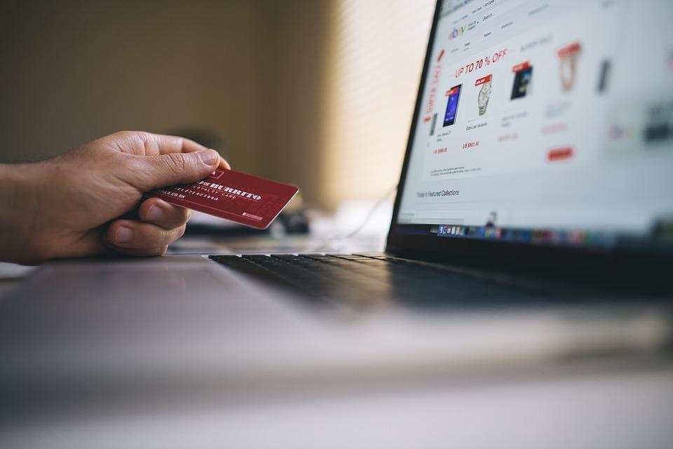 SERNAC exige compensaciones al retail por incumplimientos en compras por internet