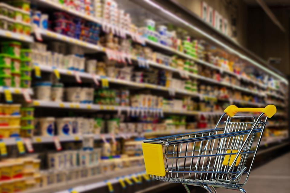 Supermercados cambian horario por adelanto del toque de queda