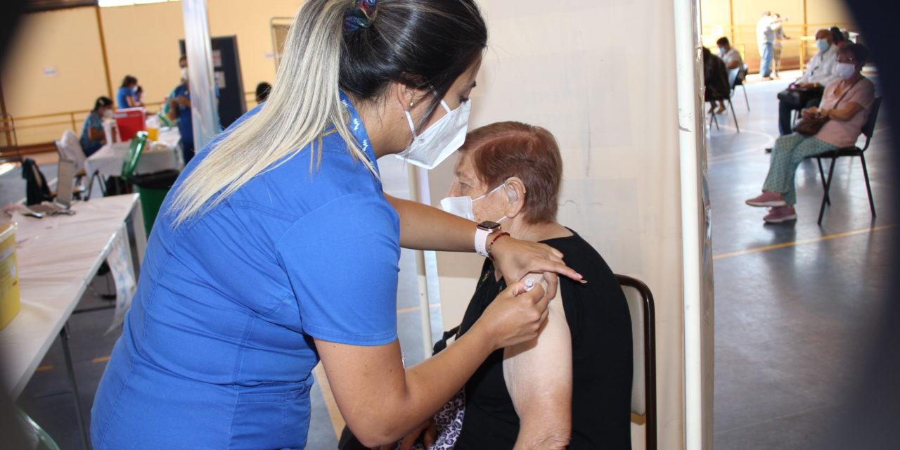 Más de 28 mil personas se han vacunado con la primera dosis contra el coronavirus en Machali