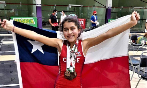 Pequeña Levantadora de Pesas de Machalí sumó 5 medallas de bronce en el Panamericano de México