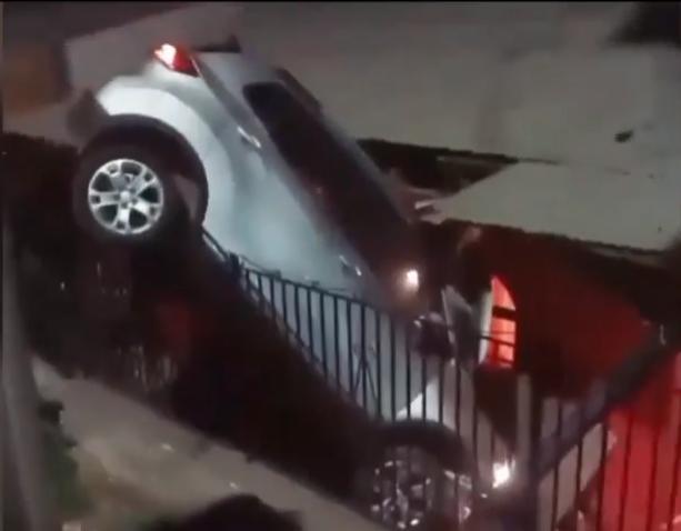 Auto terminó incrustado en casa de Machali